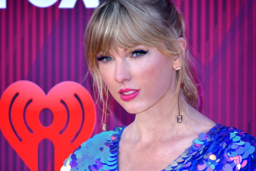 Taylor Swift at the iHeartRadio Music Awards 2019 main image.jpg